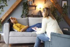 Woman speaks to her therapist about the benefits of residential drug rehab